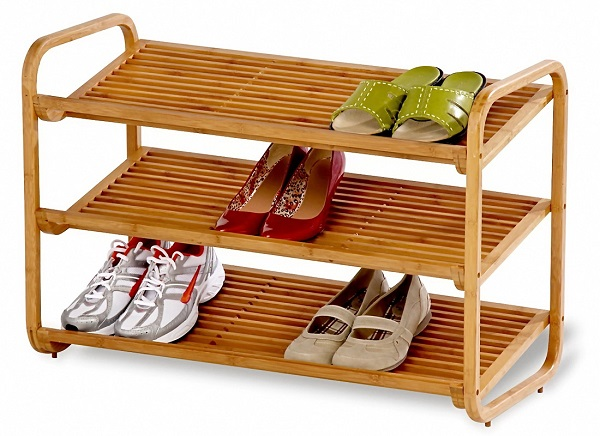 24 ideas para guardar los zapatos for Zapateras de madera sencillas