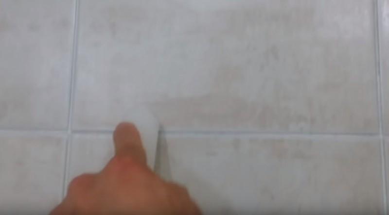 Limpieza del ba o con una vela for Como limpiar las baldosas del bano